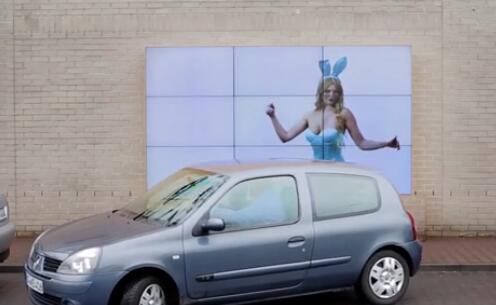 菲亚特:一个能指挥你停车的互动广告牌