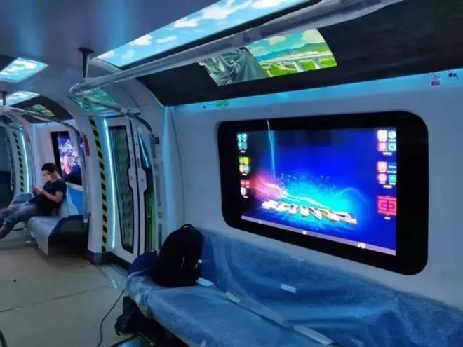 车窗变触摸屏!中国下一代碳纤维地铁在广州试跑 2.webp.jpg