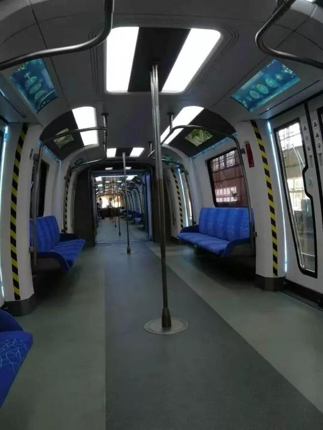 车窗变触摸屏!中国下一代碳纤维地铁在广州试跑 4.webp.jpg