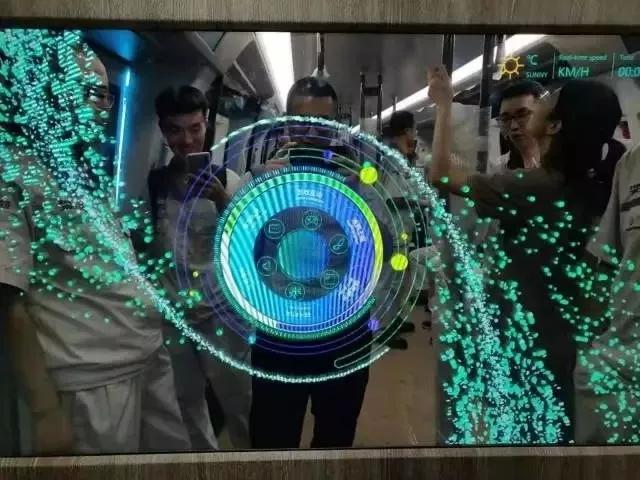 车窗变触摸屏!中国下一代碳纤维地铁在广州试跑 5.webp.jpg