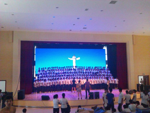 福建普湾全彩高中新区室内高中LED显示屏_大海湾泉州市排行榜大连图片